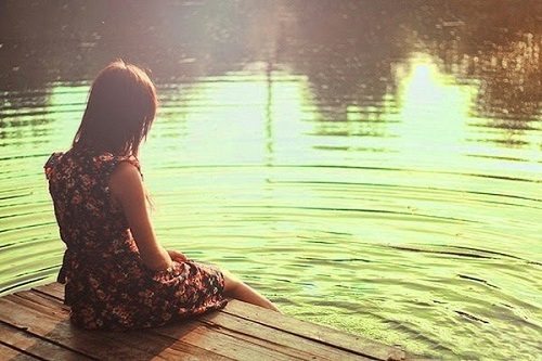 Girl sitting alone sad photo in love download wallpaper picture pics for FB