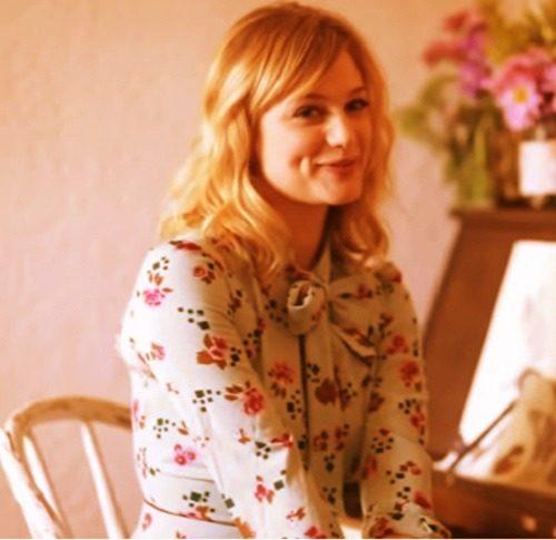 beautiful actress Alison Sudol image
