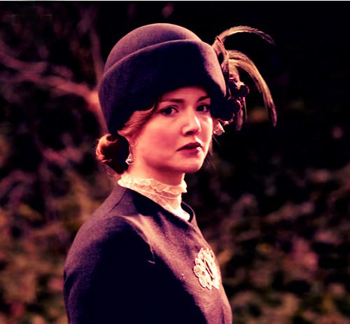 beautiful pic of holliday grainger