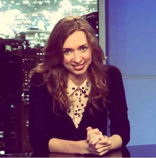 best picture of lauren lapkus