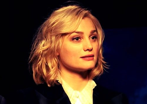 hollywood actress wallpaper of Alison Sudol
