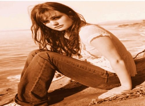 lates pics of Alison Sudol