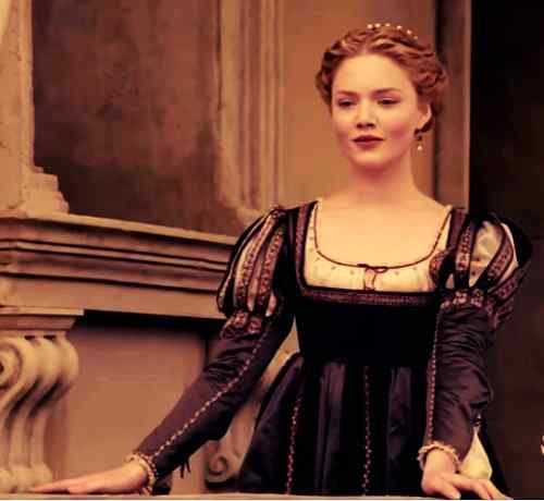 new pic of holliday grainger