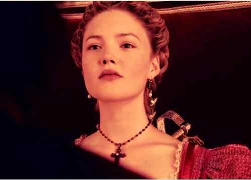 new wallpaper of holliday grainger