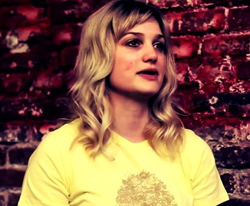 pictures of Alison Sudol