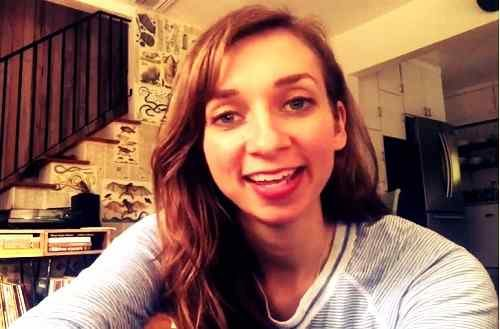 smile pic of lauren lapkus