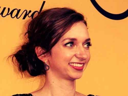 smile pic of lauren lapkus download