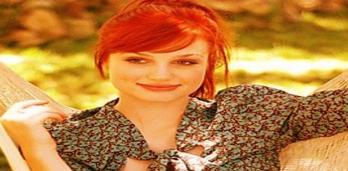 smile pictuer of Alison Sudol