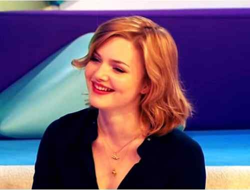 smile picture of holliday grainger