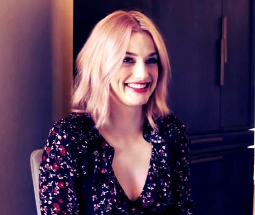 smile pictures of Alison Sudol